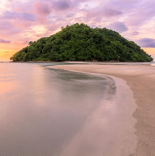 kelambu beach sunset borneo